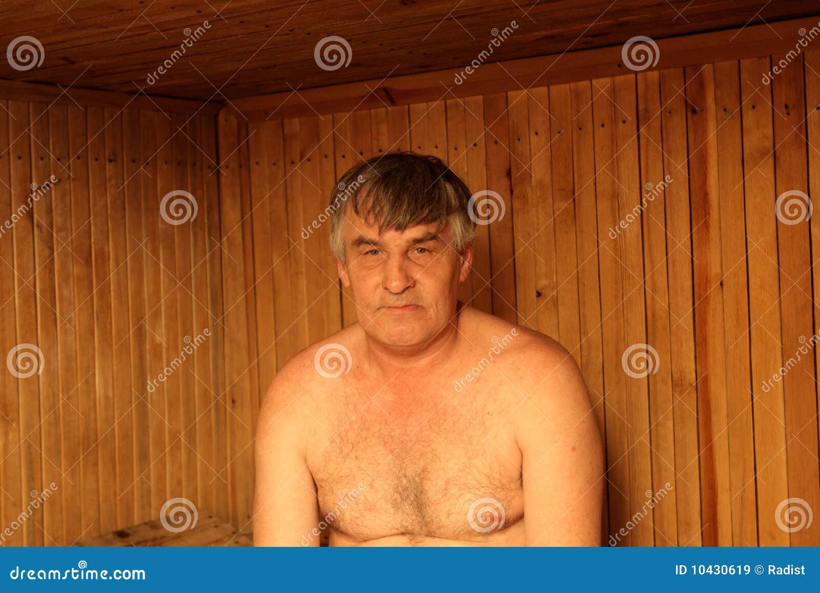 mann in der finnischen sauna lizenzfreie stockbilder. Black Bedroom Furniture Sets. Home Design Ideas