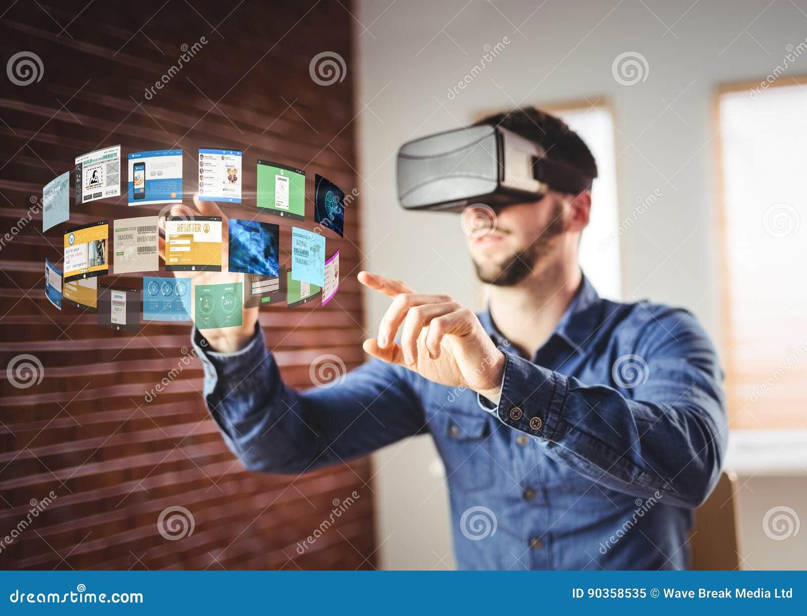 Mann, der Kopfhörer VR-virtueller Realität mit Schnittstelle trägt