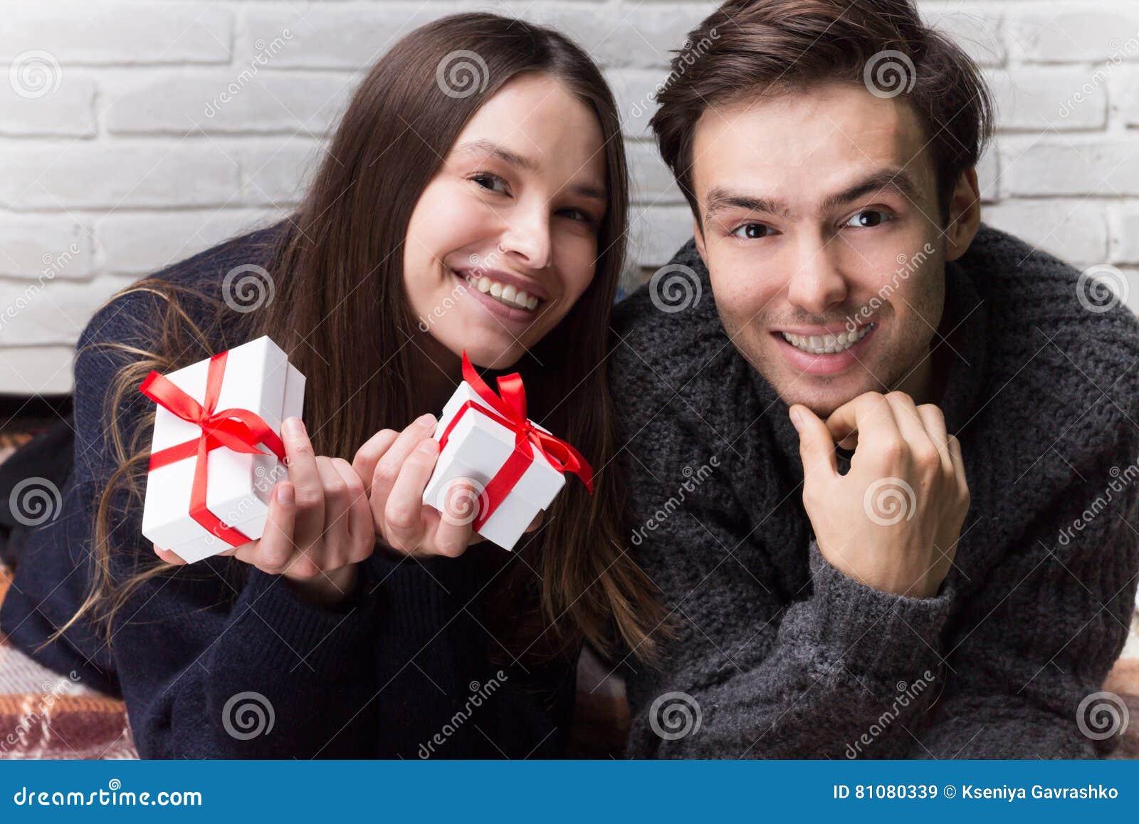Weihnachtliche Geschenkideen für einen Typen, den Sie datieren