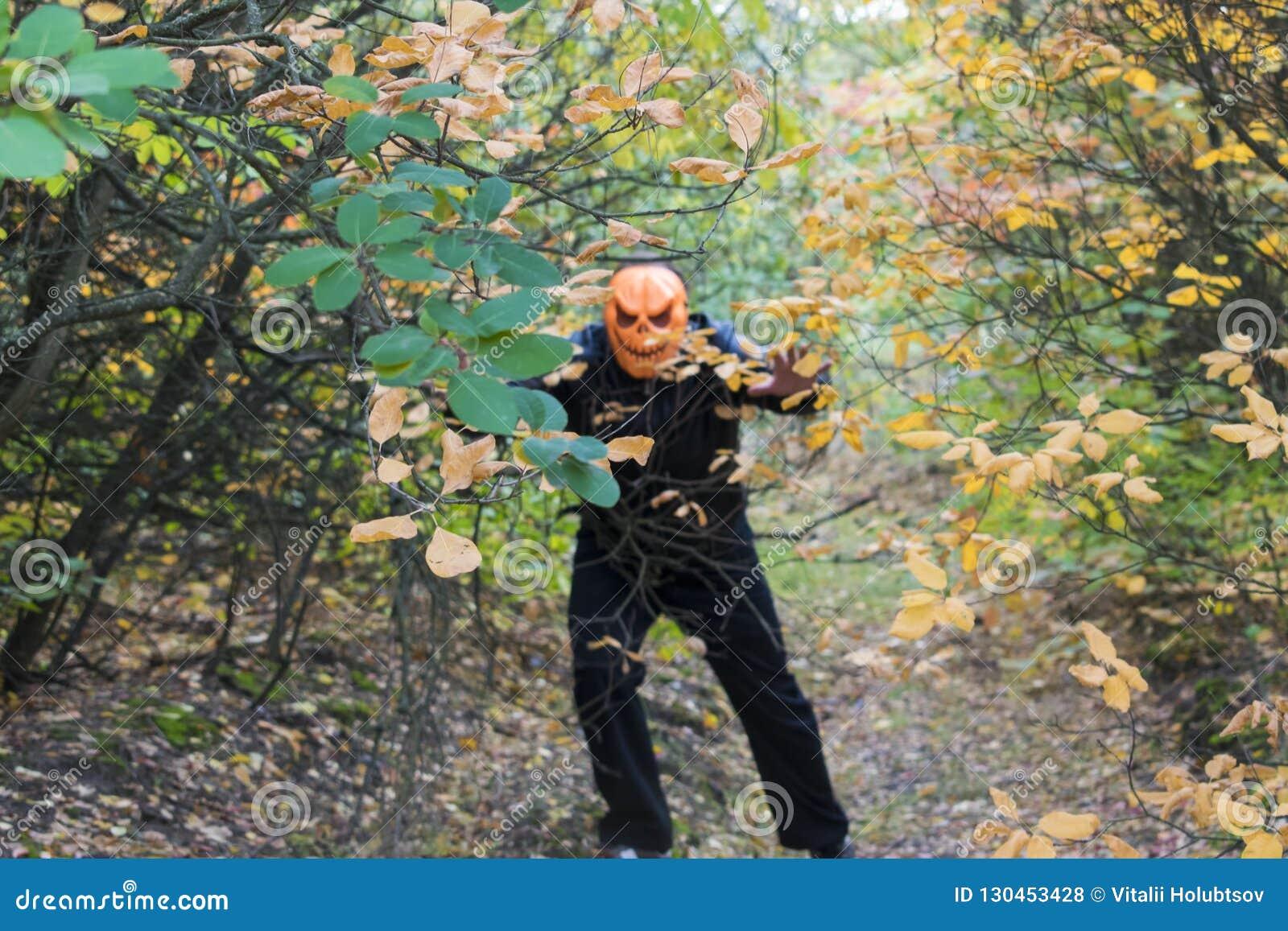 Mann mit einem Kürbis auf seinem Kopf Halloween-Legende