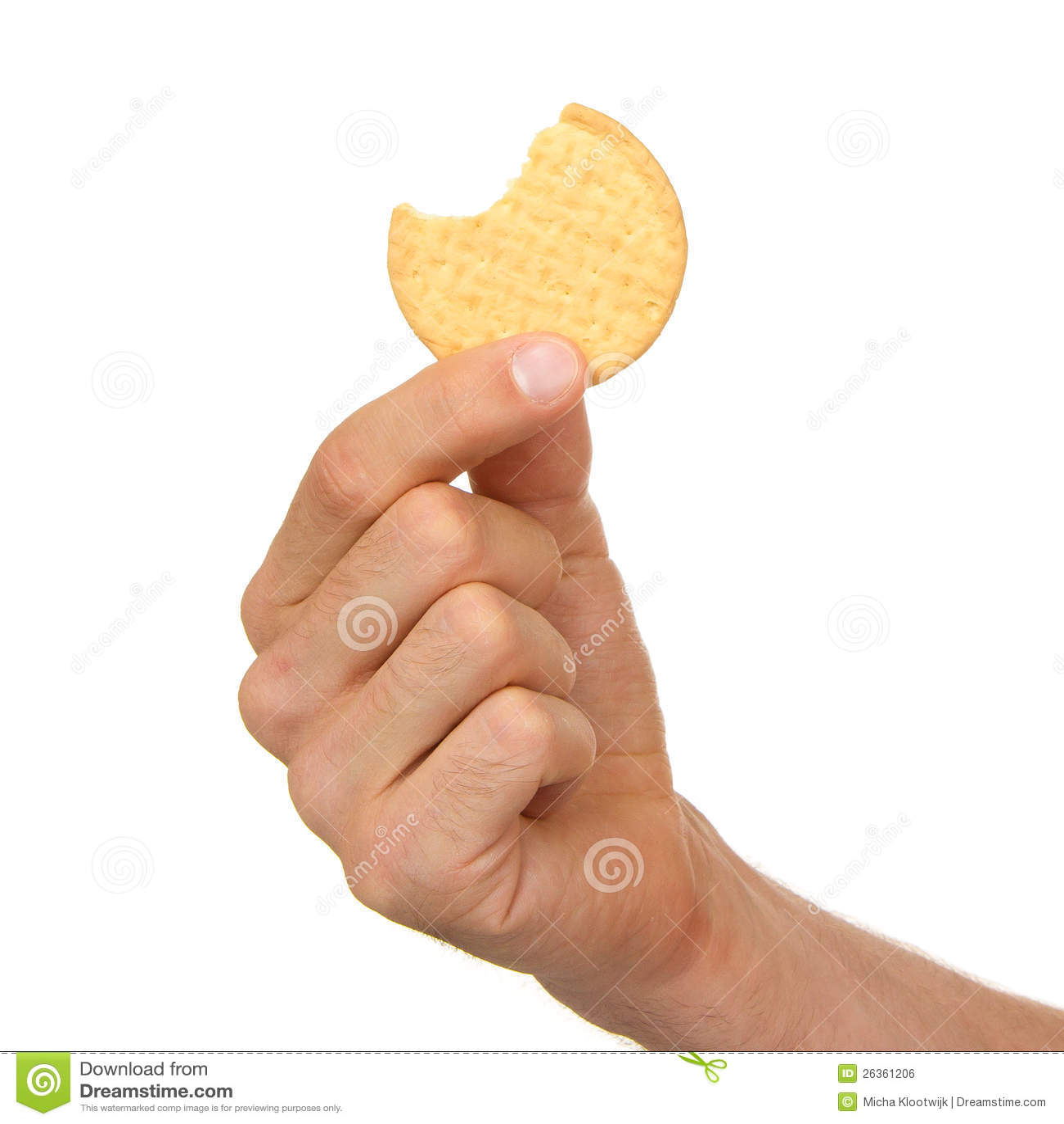 Mann mit einem Keks in seiner Hand