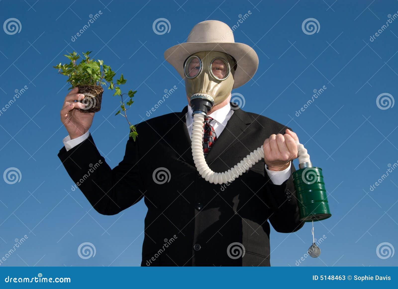 Mann mit Gasmaske u. Anlage.