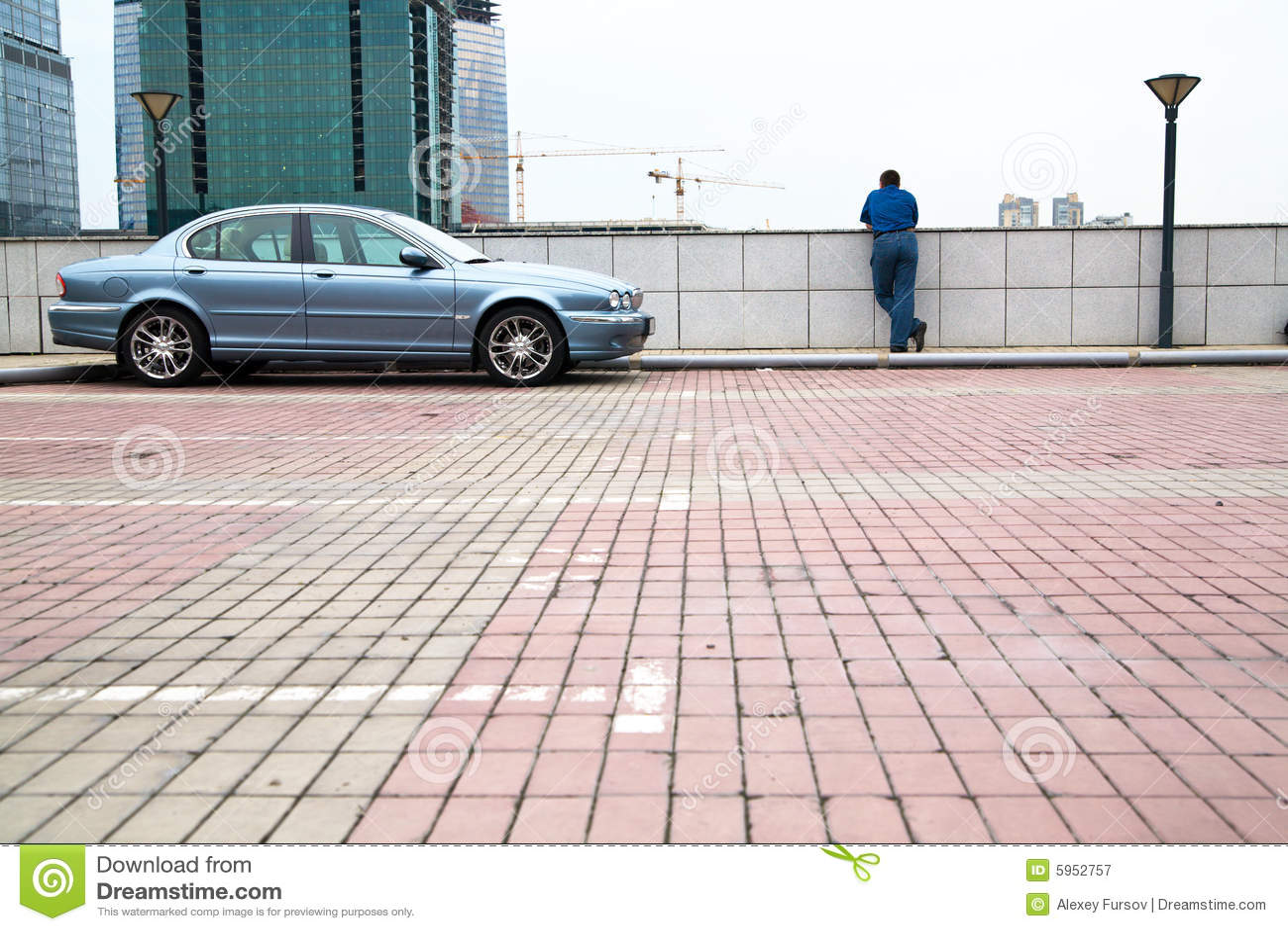 Mann am Parken