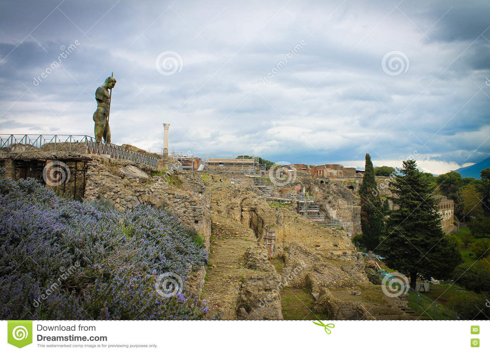Mann-Statuen-Leid über Pompeji-Ruinen, Italien