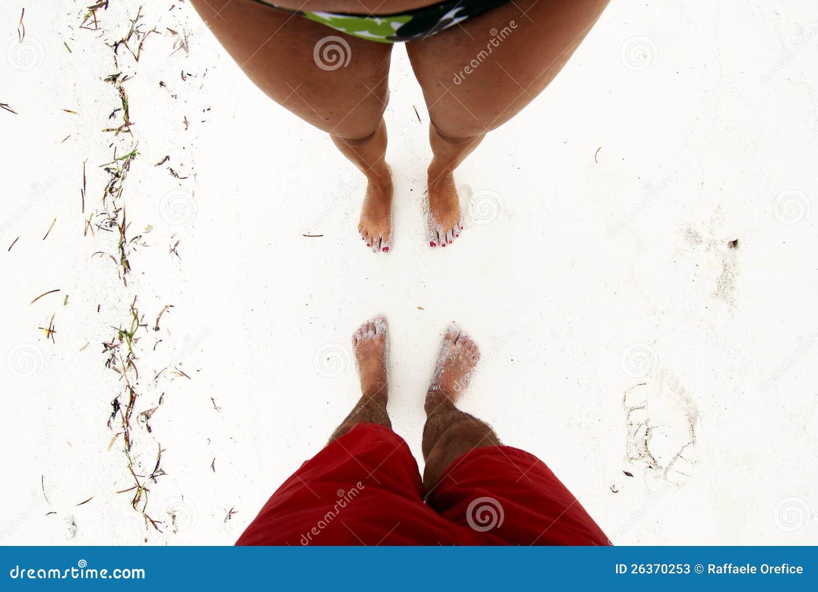 Mann und Frau auf Strand