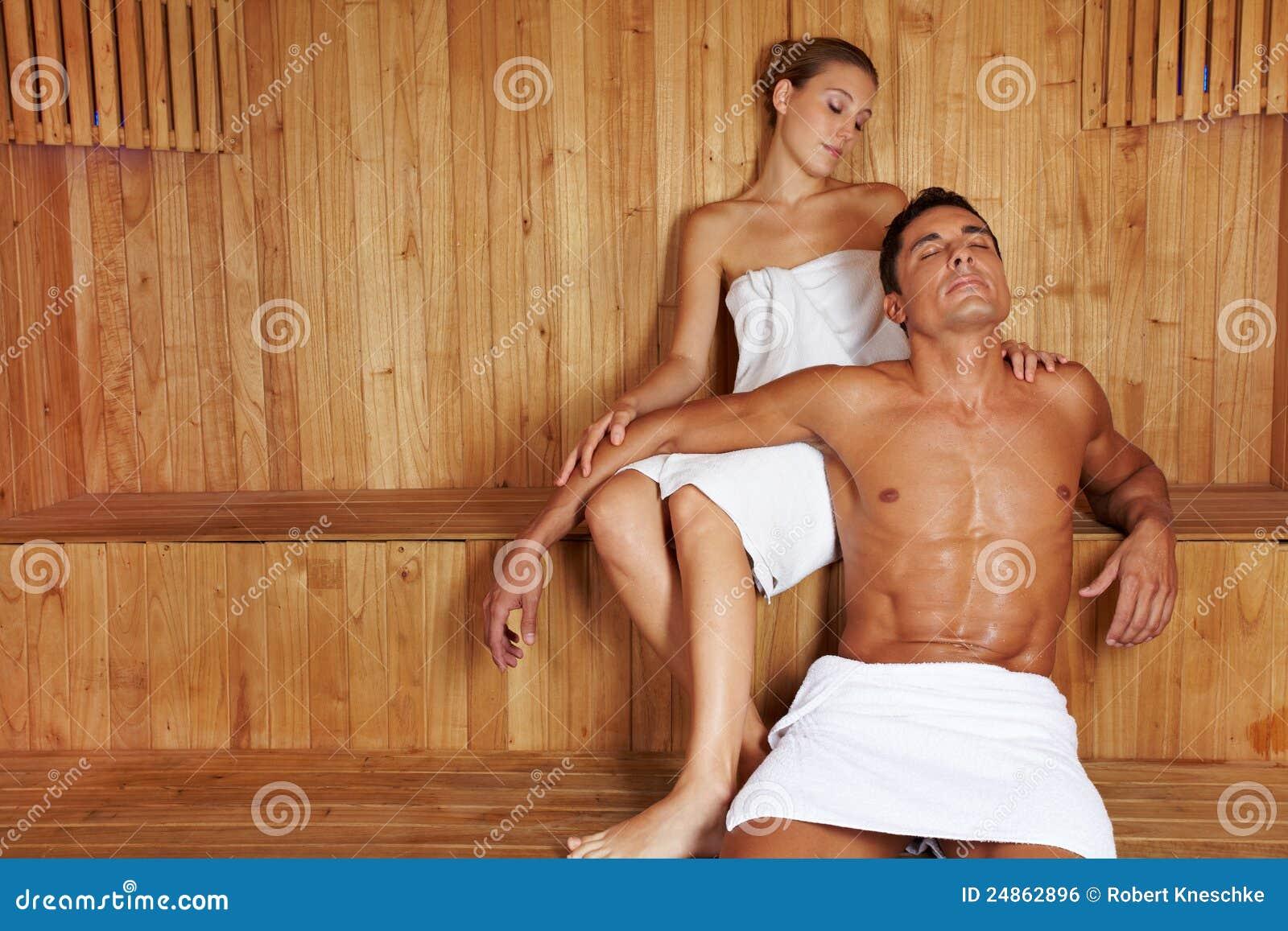 mann und frau die in der sauna sich entspannen stockfoto bild 24862896. Black Bedroom Furniture Sets. Home Design Ideas