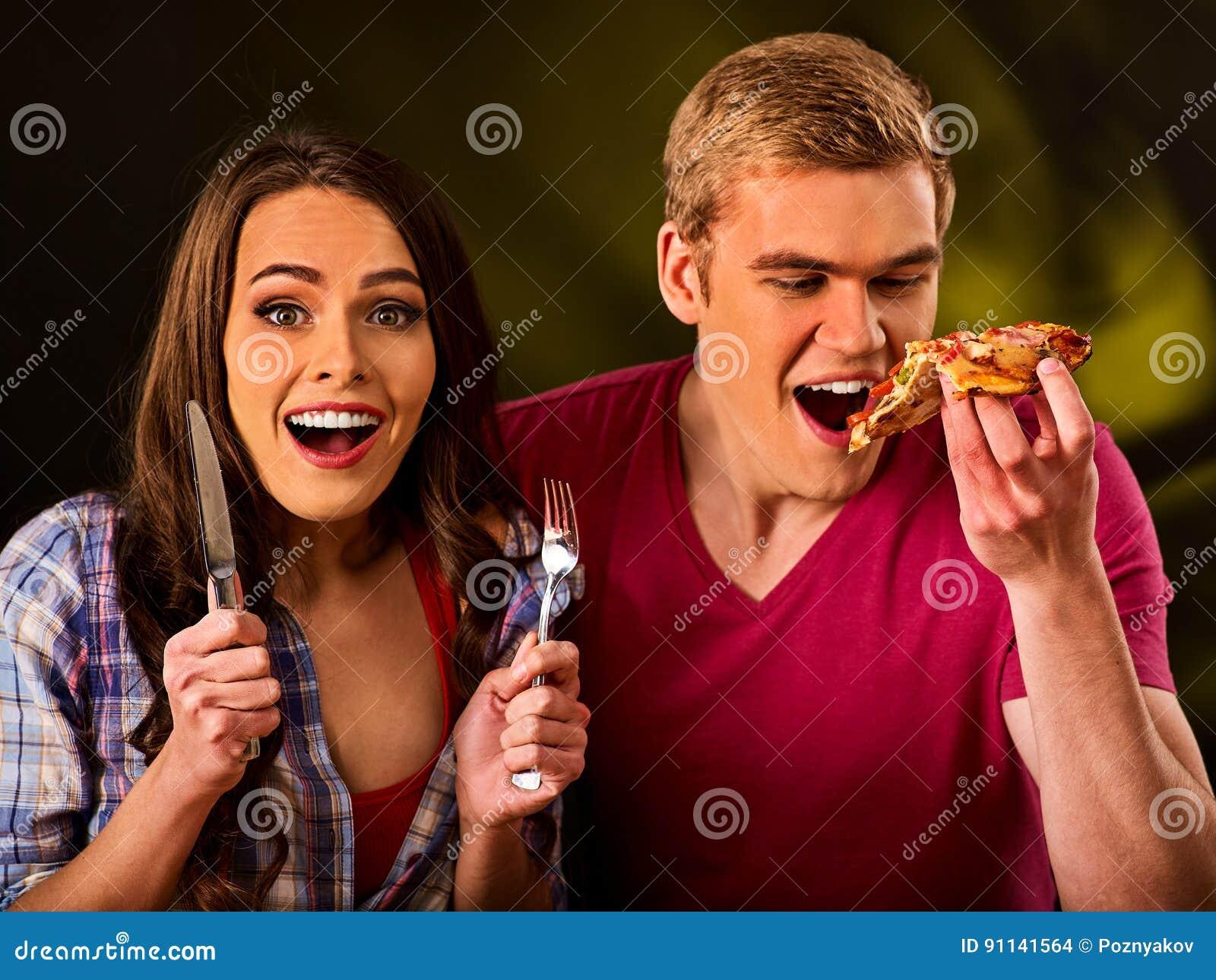 Mann Und Frau Essen Scheibenpizza Mit Messer Und Gabel