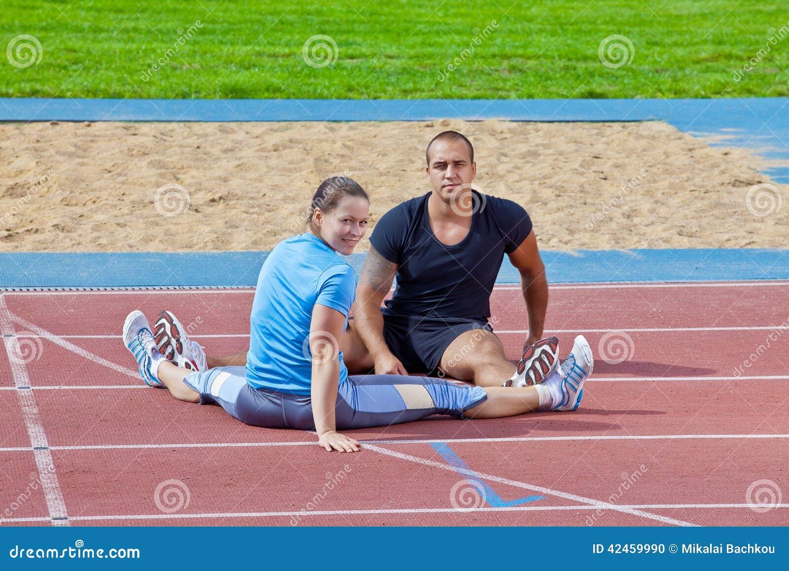 Mann und Frau am Stadion