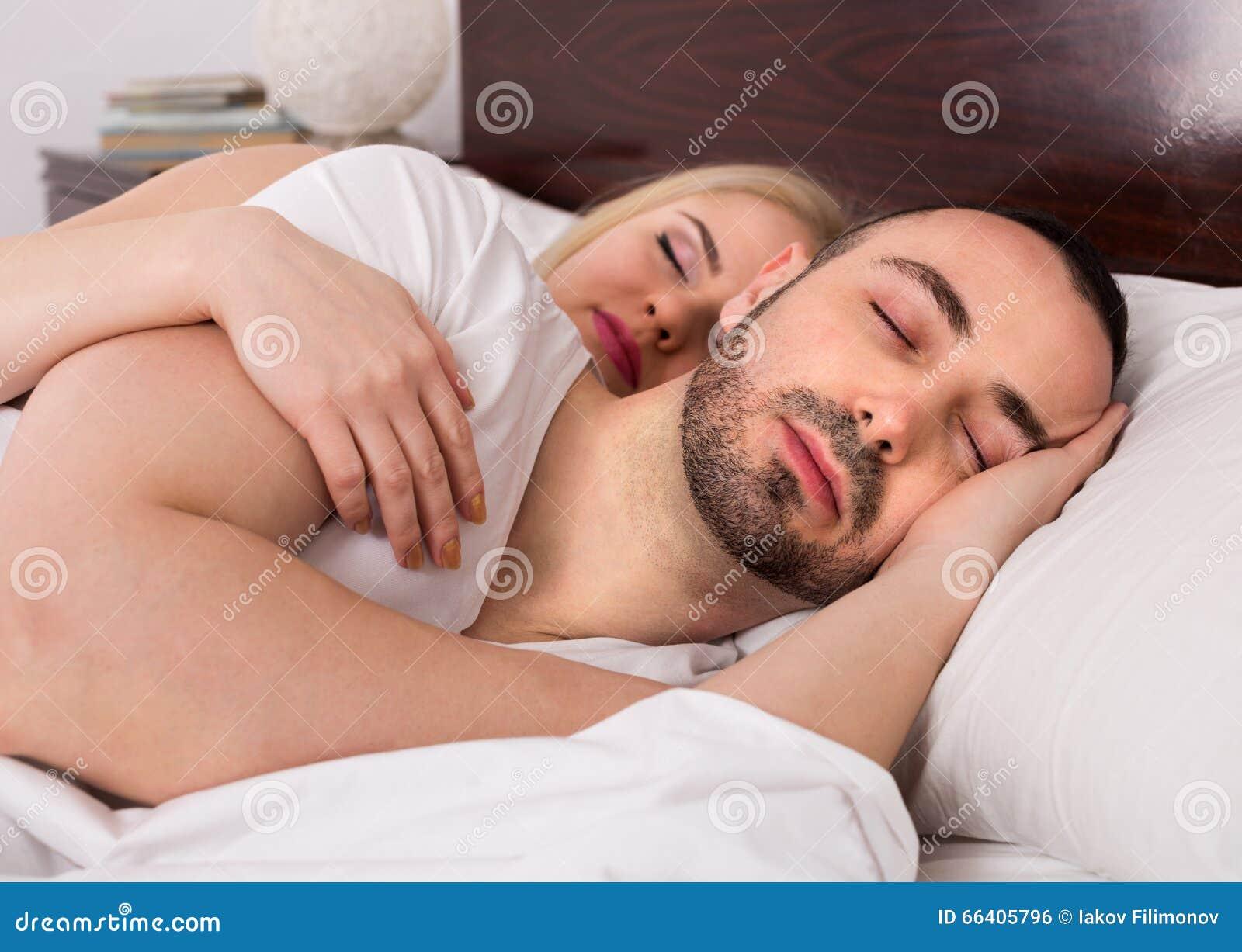 Gemeinsam schlafen und datieren
