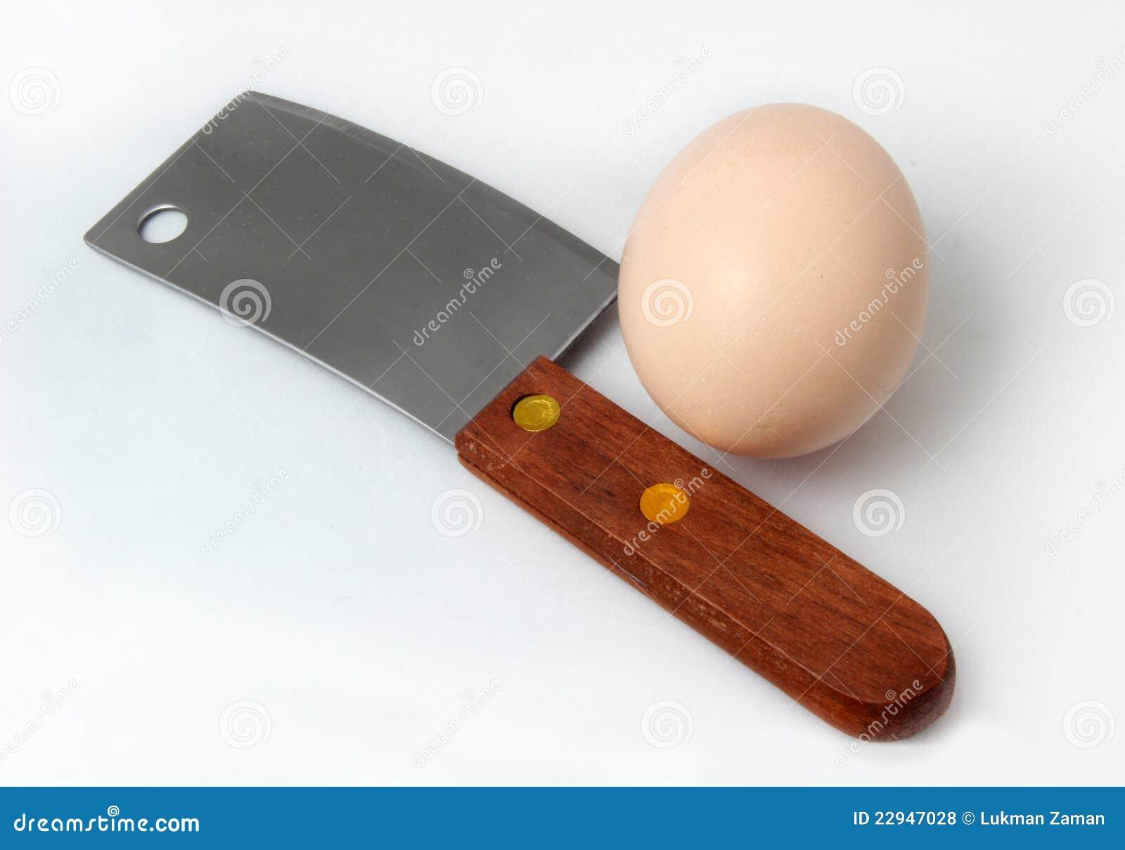 Mannaia ed uovo