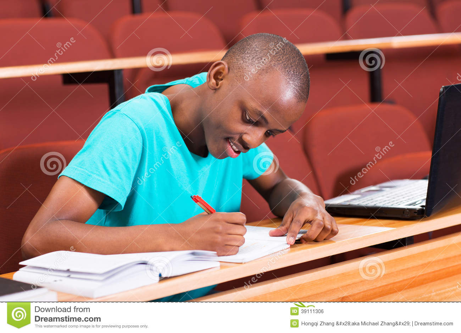 Mannelijke Afrikaanse student