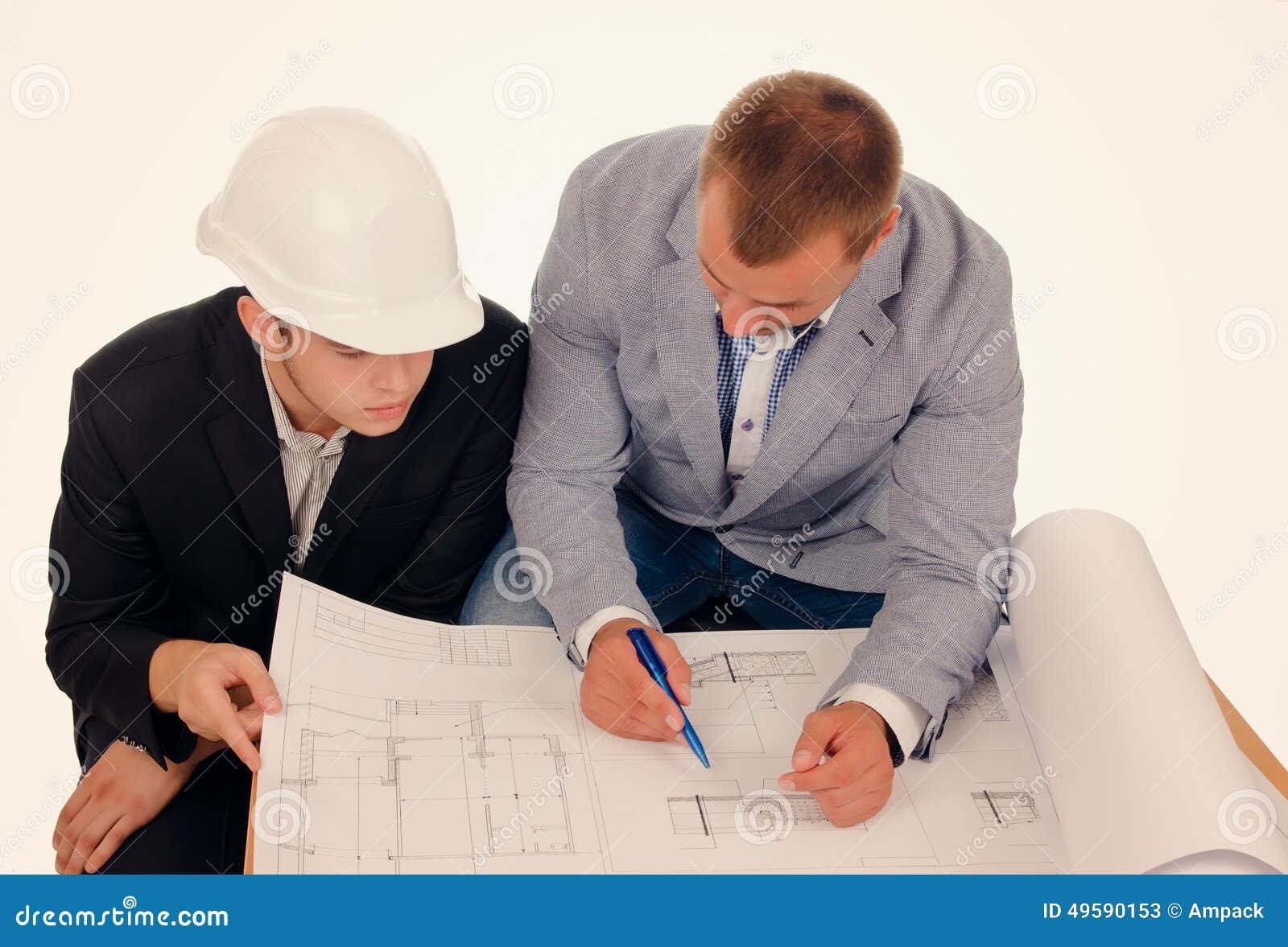 Mannelijke Ingenieurs die Ontwerp van Blauwdruk bespreken