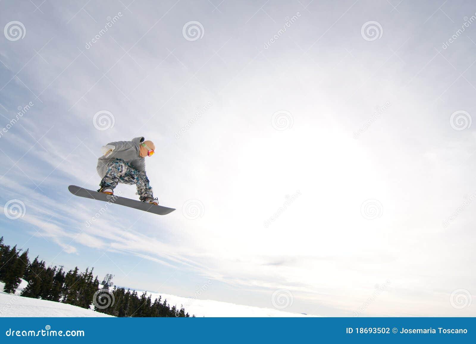 Mannelijke Snowboarder vangt Grote Lucht.