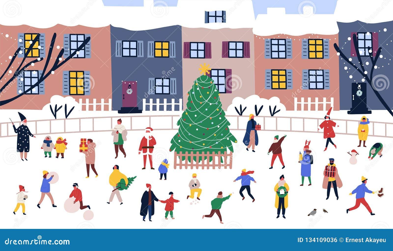 Mannen en vrouwen die rond grote Kerstboom op straat tegen stadsgebouwen lopen op achtergrond Volwassenen en kinderen
