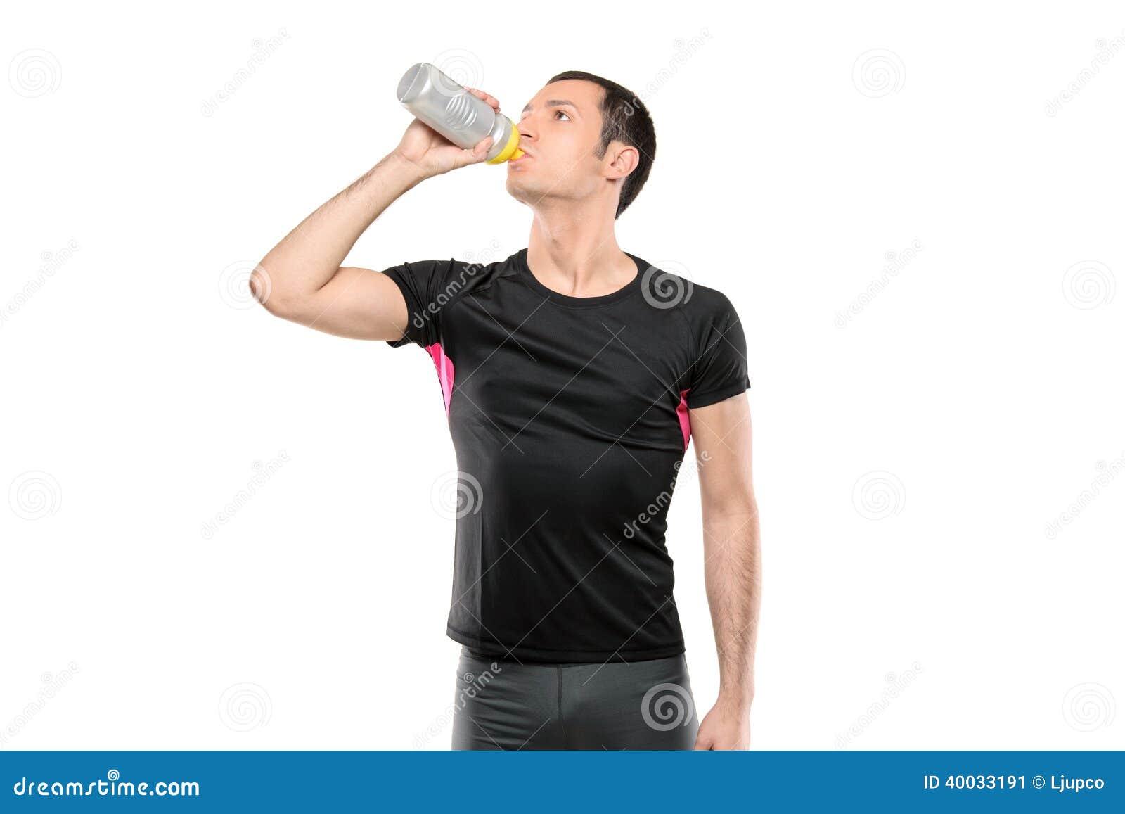 Mannen i cyklist beklär dricksvatten