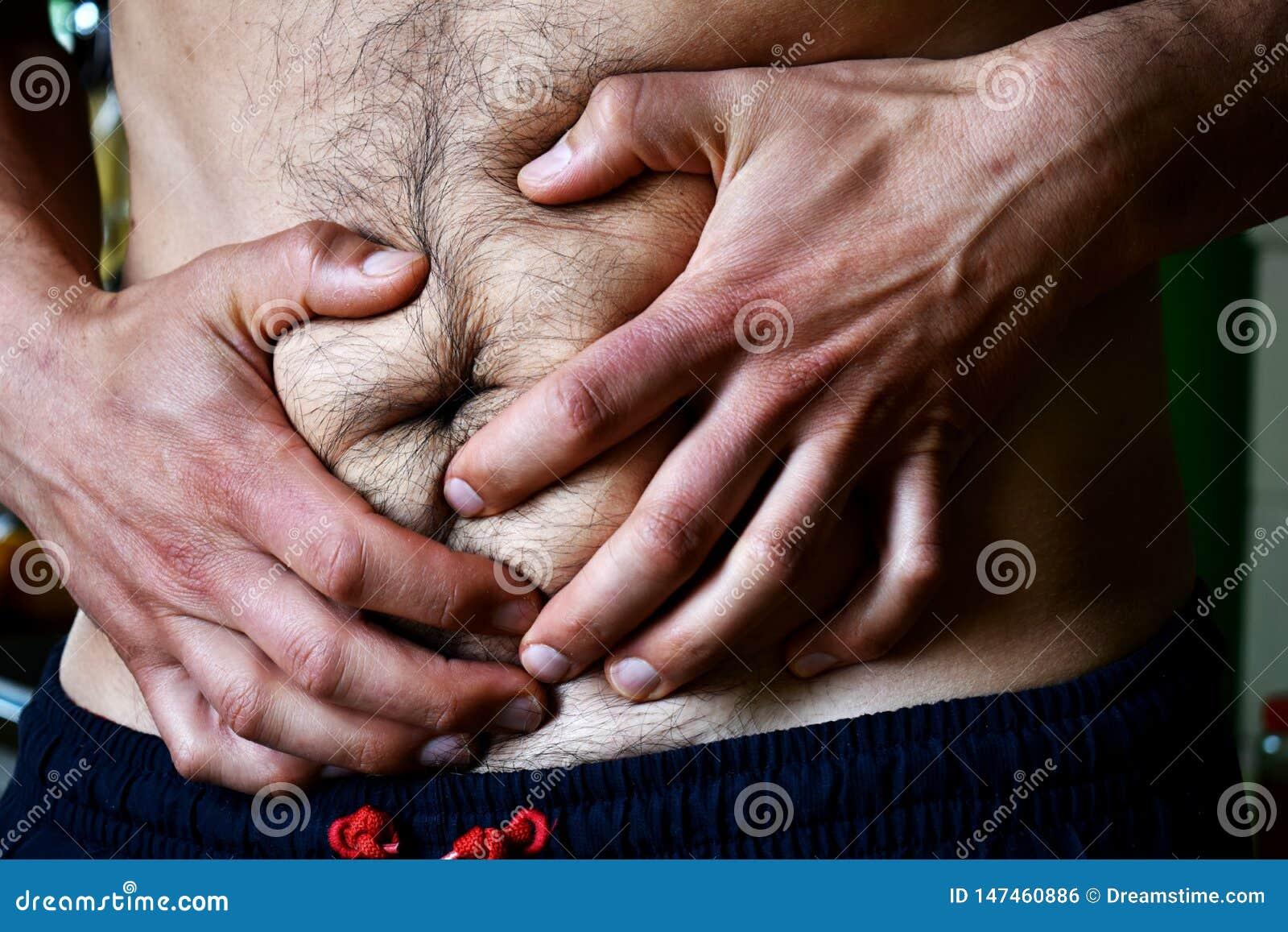 Mannen i svettas dräkt har mageproblem