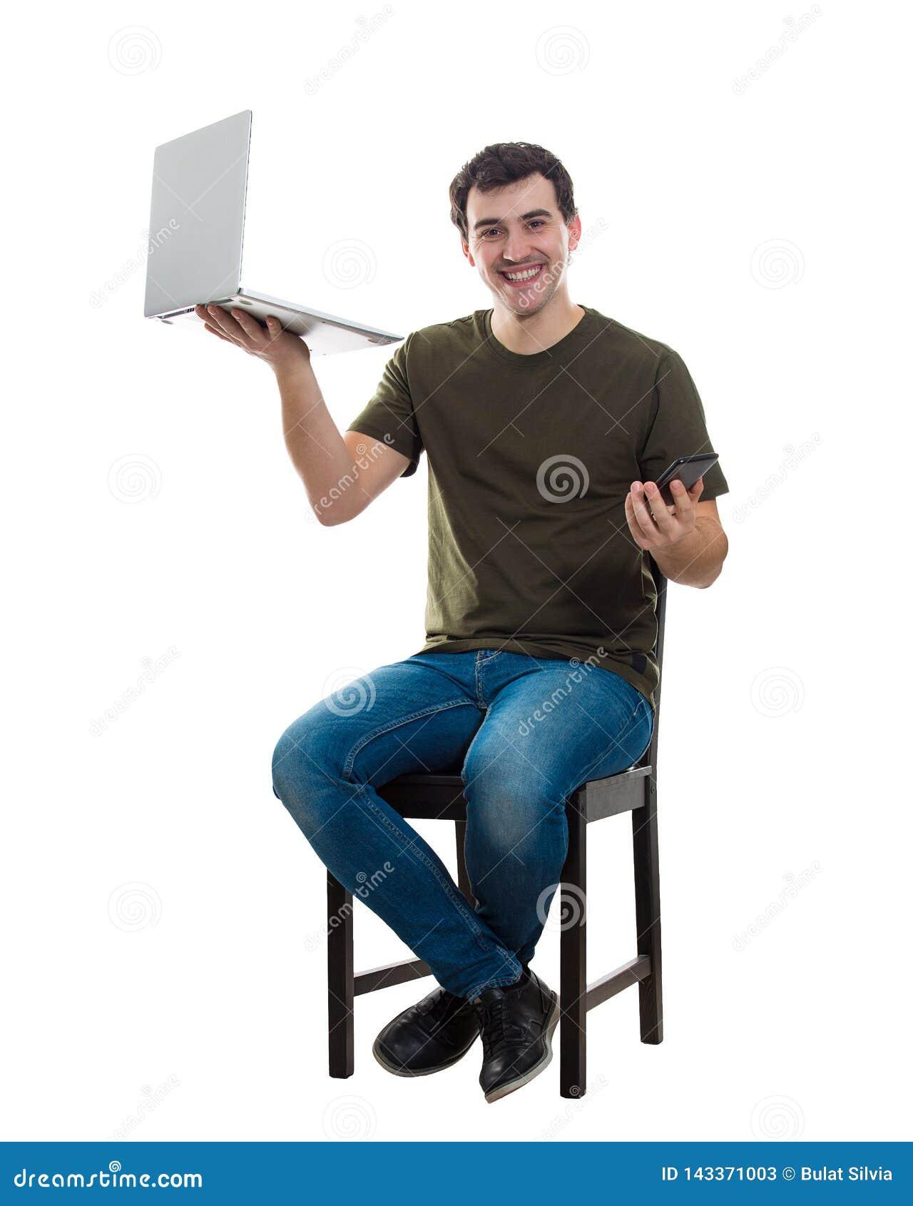 Mannen jämför apparater