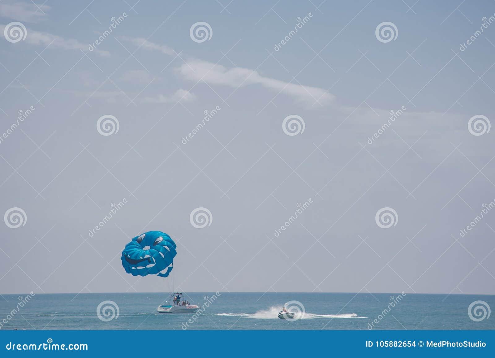 Mannen med blåtten hoppa fallskärm