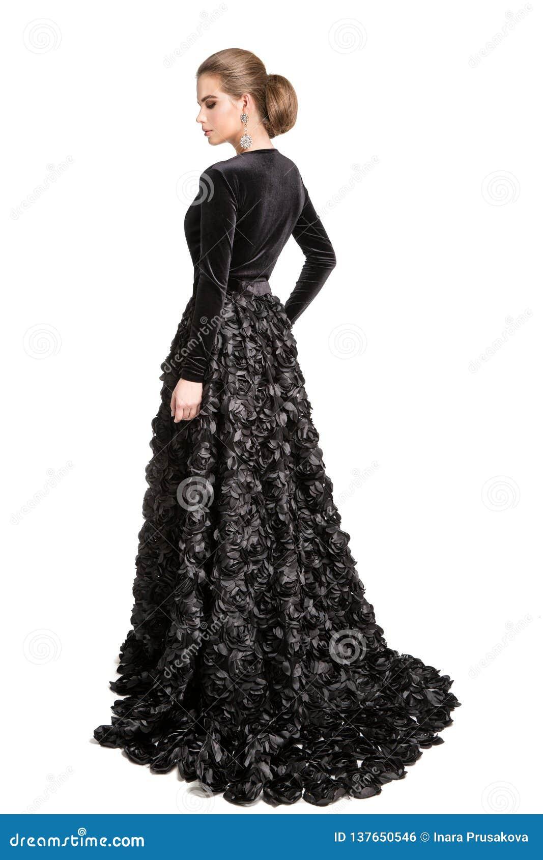 Mannequin dans la robe noire, longue robe de soirée de femme élégante, portrait arrière de beauté de vue arrière de fille, blanc