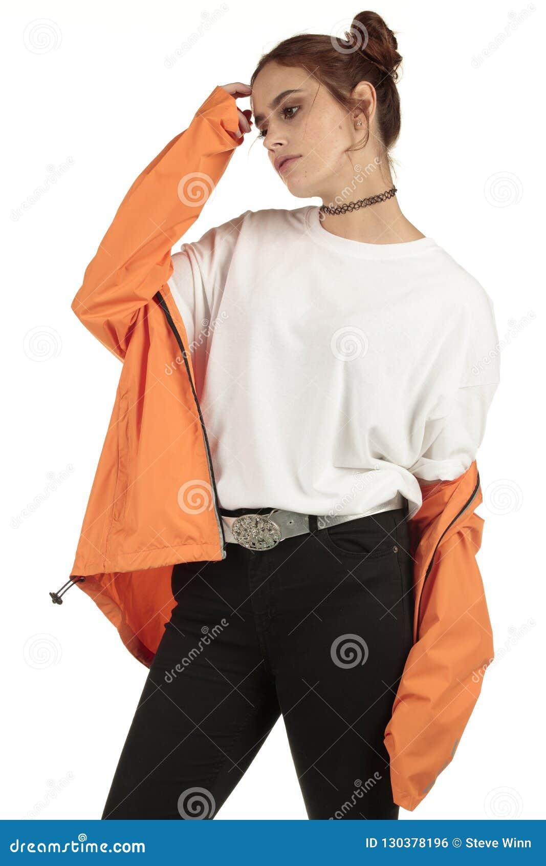 Mannequin dans un T-shirt d usage de rue de XXL et outre espace de survêtement d épaule du grand pour votre conception surdimensi