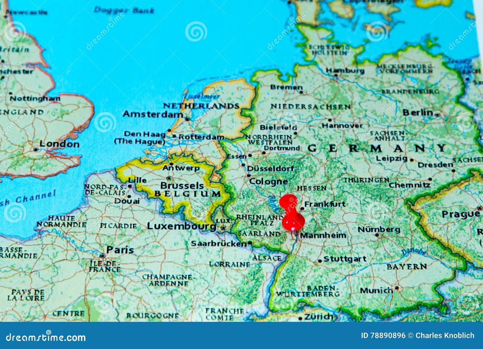 Mannheim Deutschland Steckte Auf Eine Karte Von Europa Fest