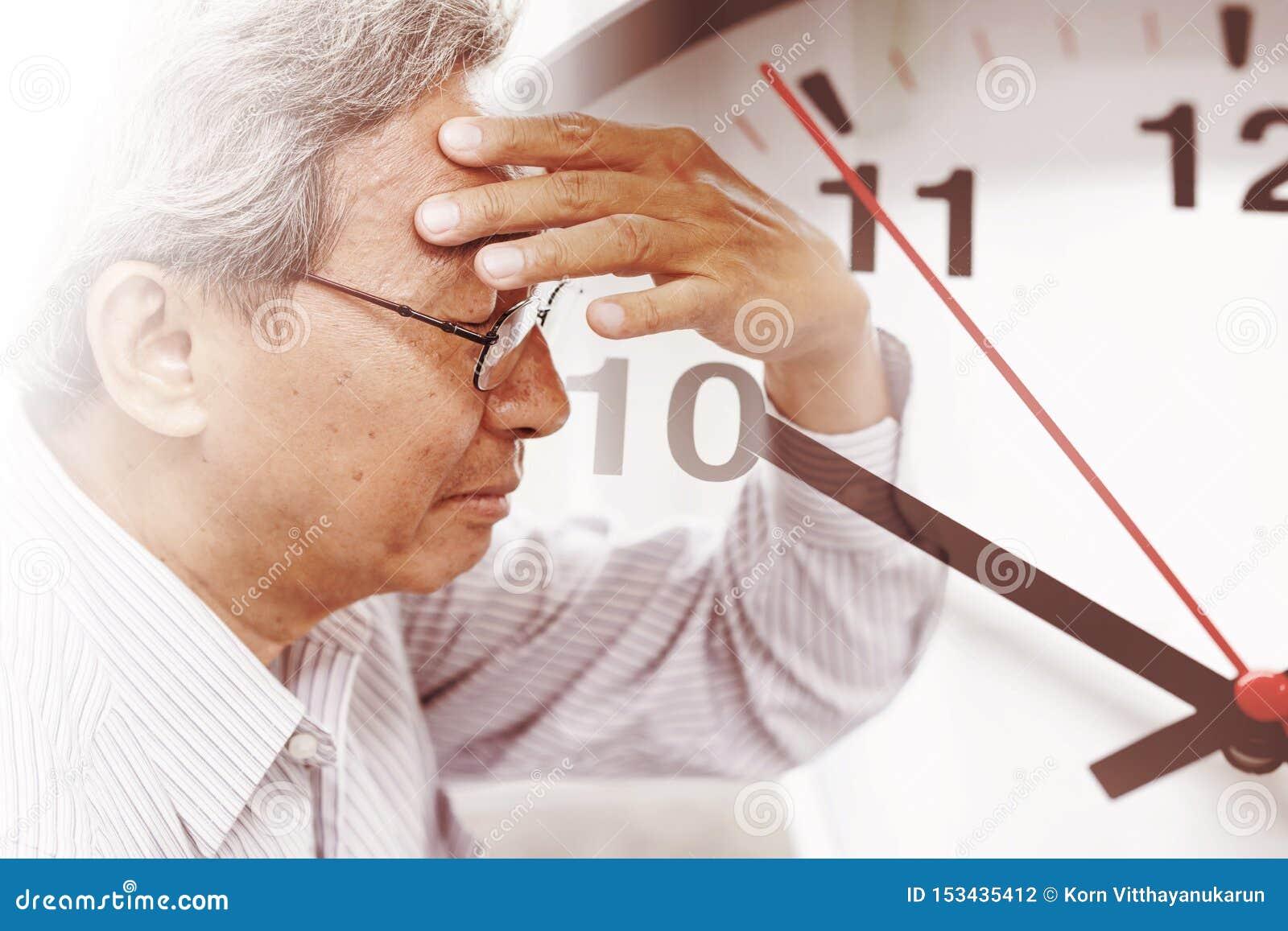 Mannzeit, die sein Gedächtnis von der Amnesie verliert Brain Stroke-Todesuhr