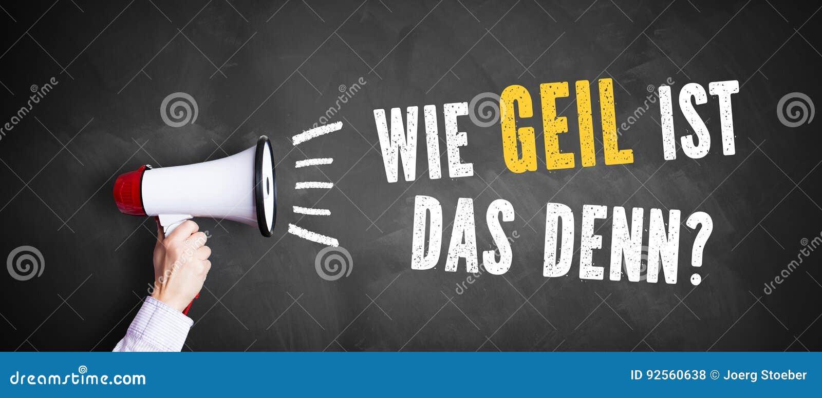 Mano con un megafono davanti ad una lavagna con il ` tedesco del messaggio quanto impressionante è quello? `