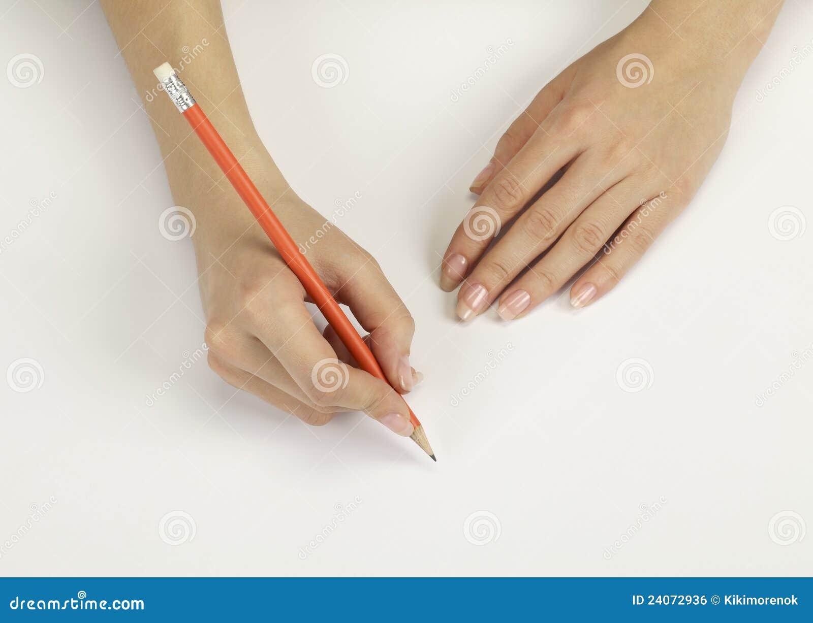 Mano con una matita