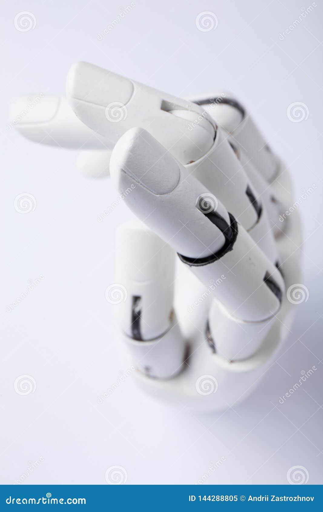 Mano de un robot en un fondo blanco