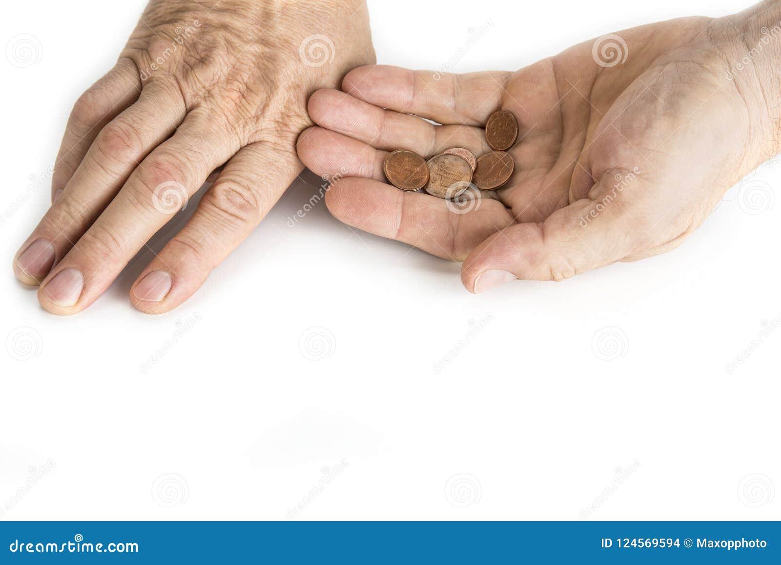 Mano dell uomo del mendicante con i nichel sul bianco