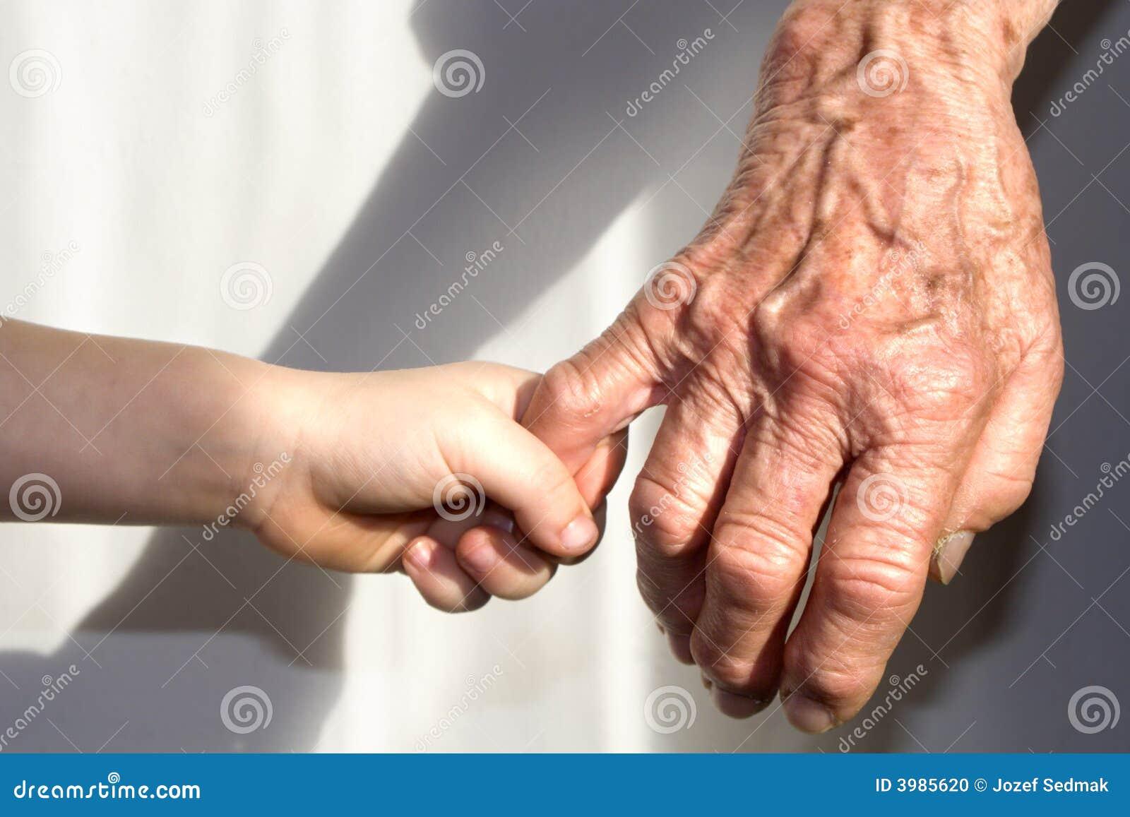 Nipote con nonna e amica noita - 1 part 4