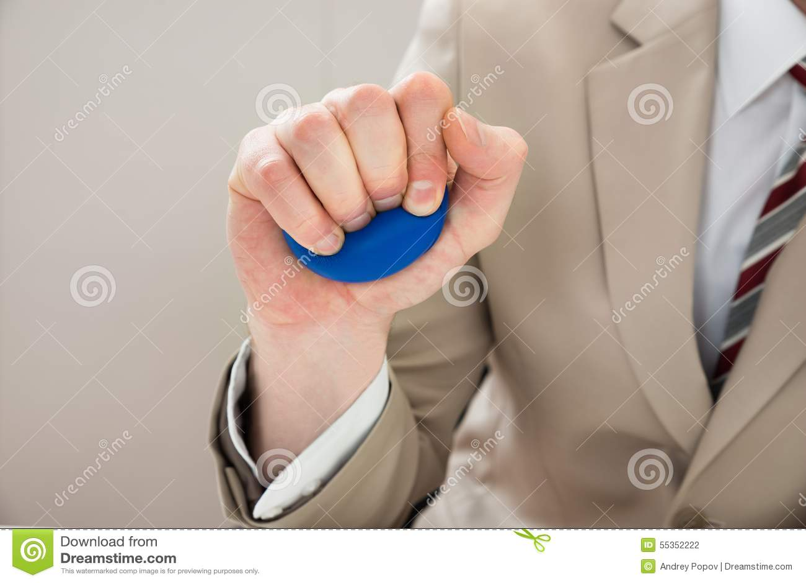 Mano della persona di affari con stressball
