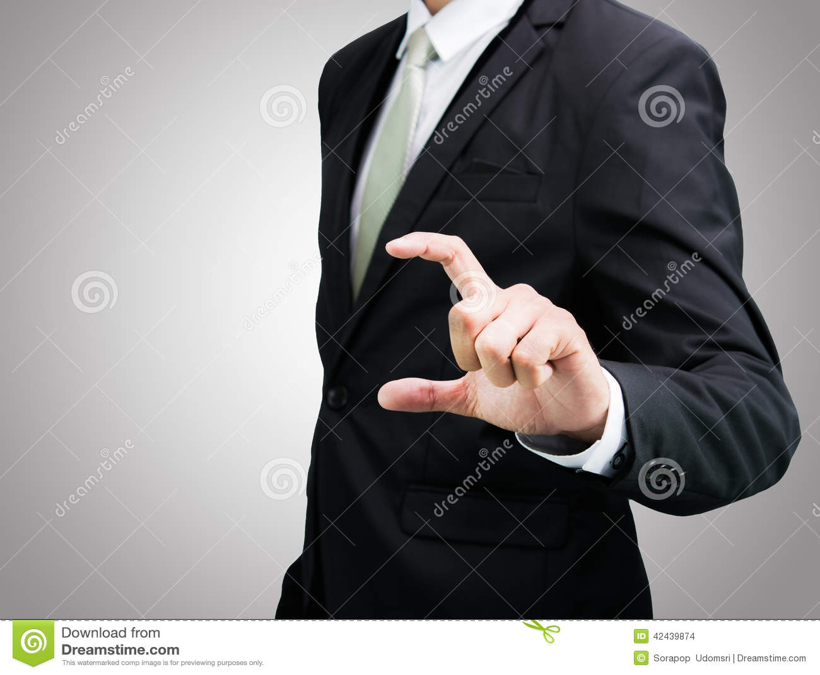 Mano derecha de la demostración de la postura del hombre de negocios aislada