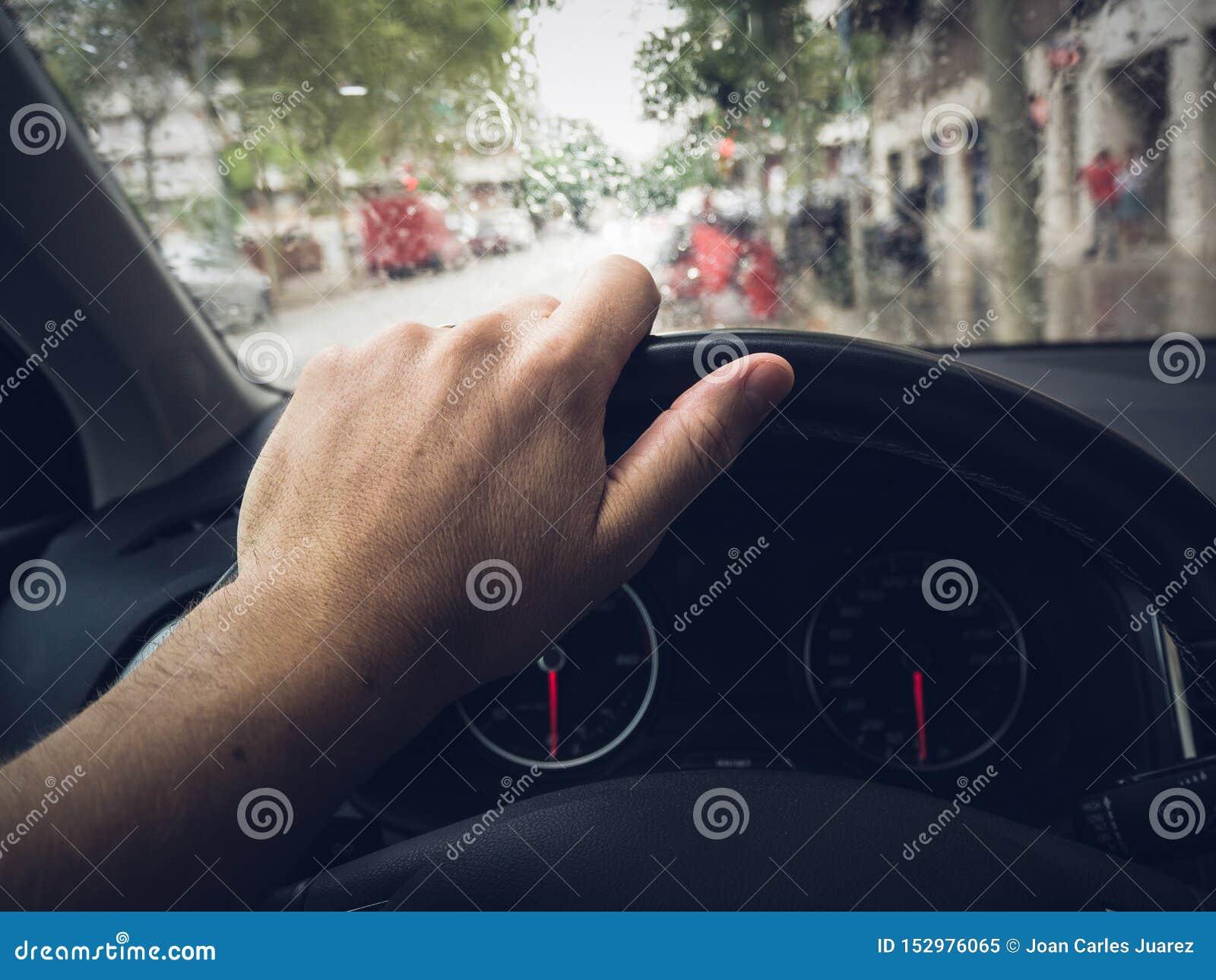 Mano en el volante