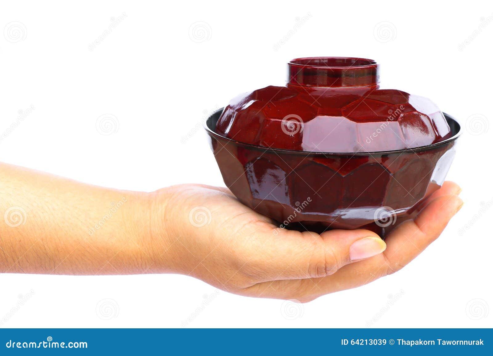 Mano humana que se considera de cerámica