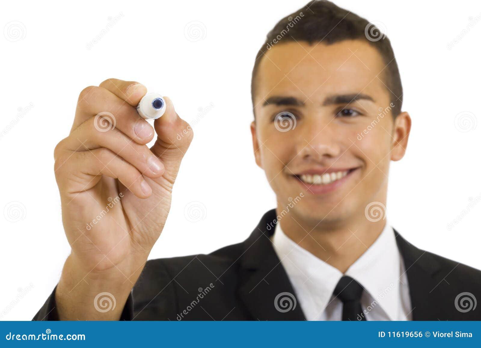 Mano maschio con il highlighter nero pronto a scrivere