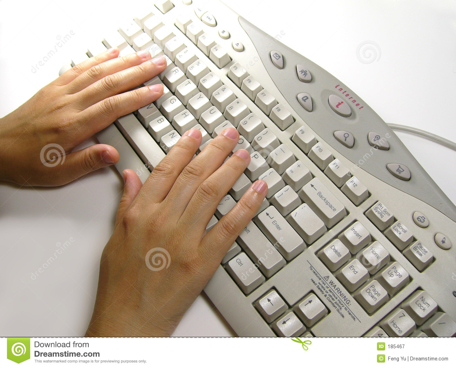 Mano sulla tastiera