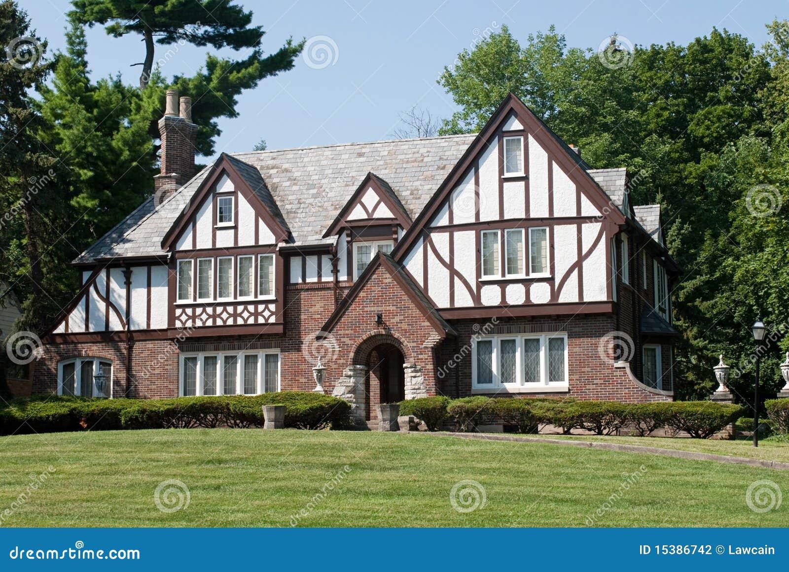 manoir anglais de tudor photographie stock image 15386742. Black Bedroom Furniture Sets. Home Design Ideas