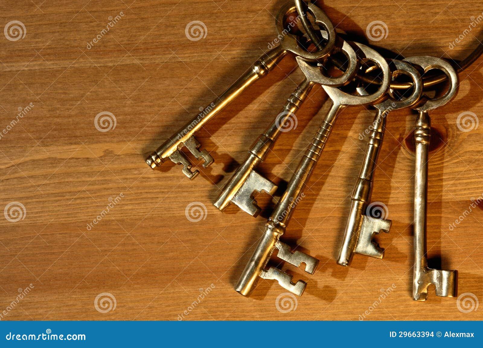 Manojo de llaves antiguas imagenes de archivo imagen - Llaves antiguas de puertas ...