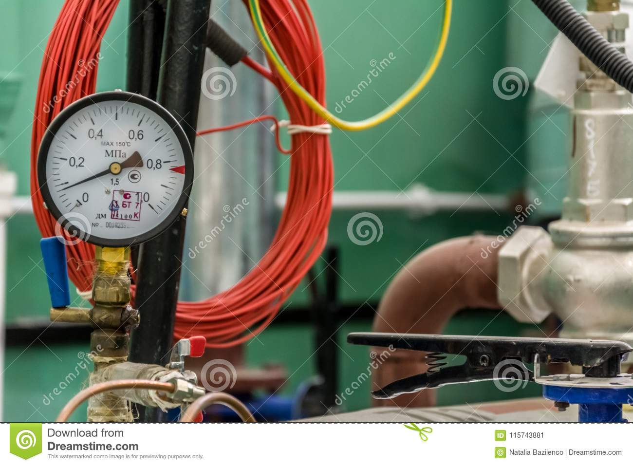 Manometer of pumping equipment of heating systems