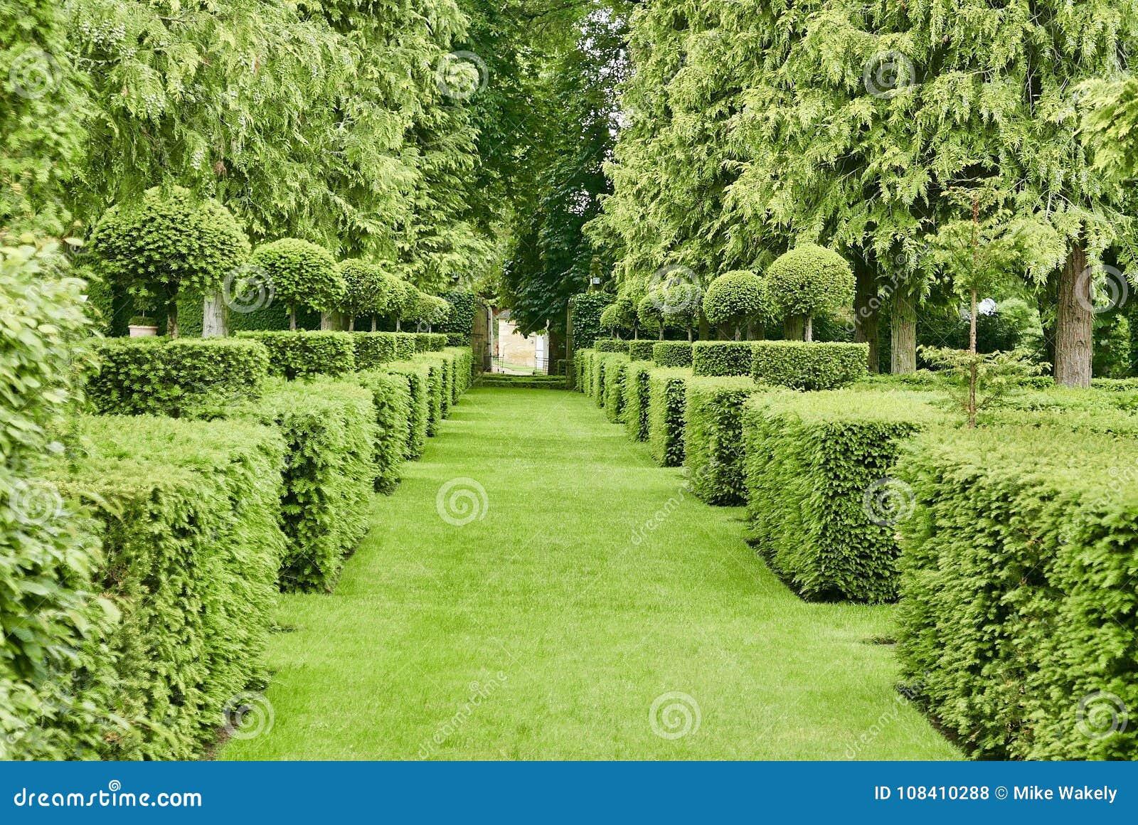 Manicured garden at Manor d'Eyrignac