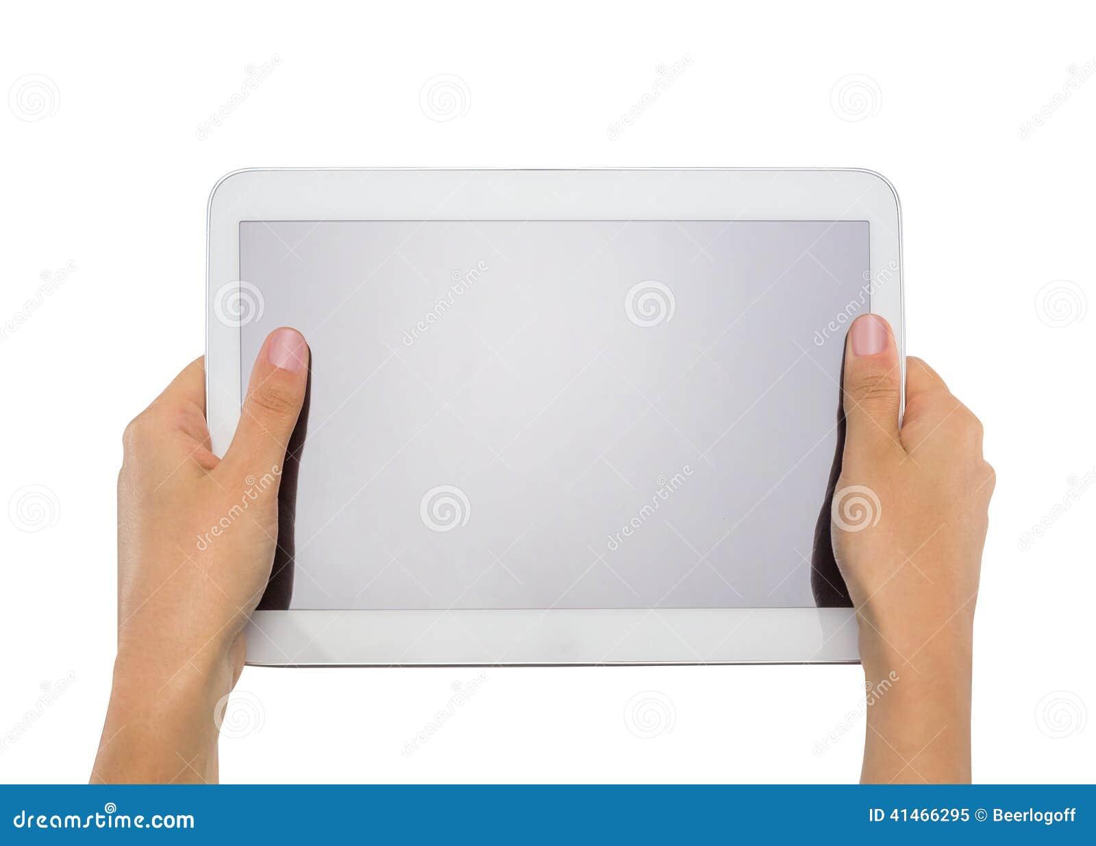 Manos adolescentes femeninas que sostienen la PC genérica de la tableta