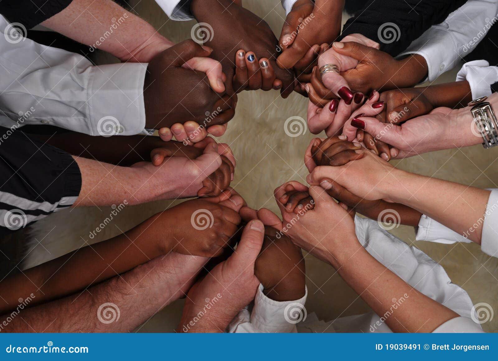Manos blancos y negros