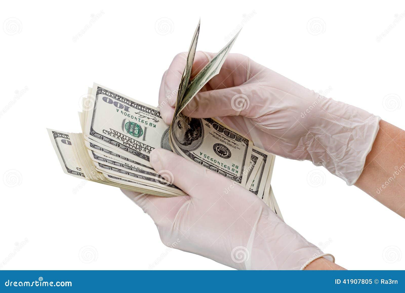 Manos con guantes y dólares