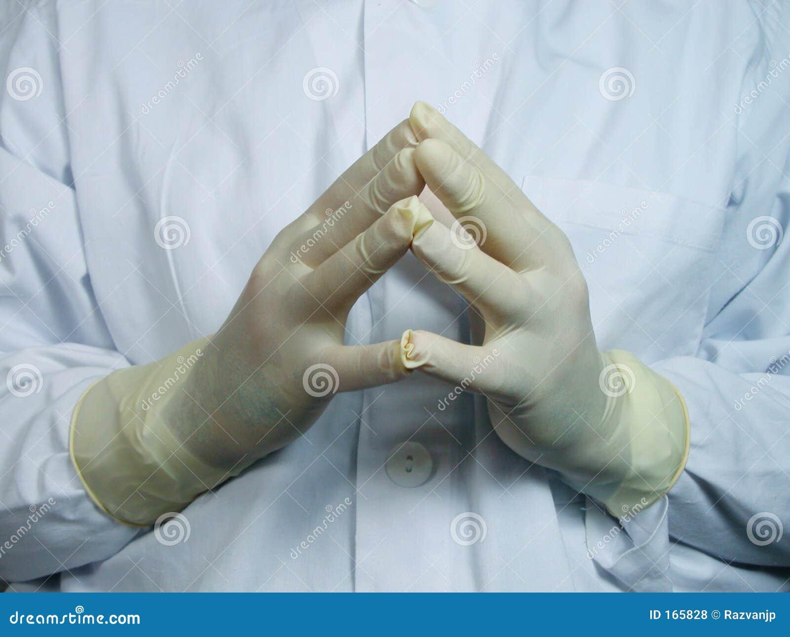 Manos de los cirujanos