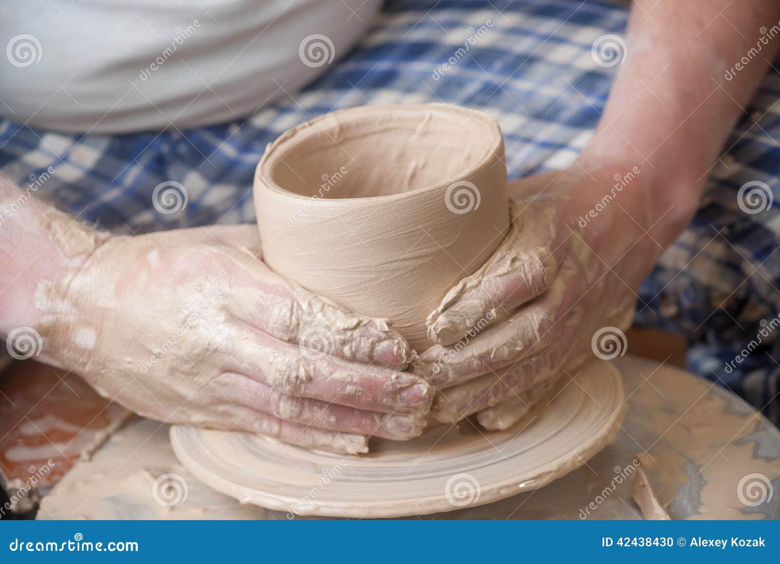 Manos de un alfarero