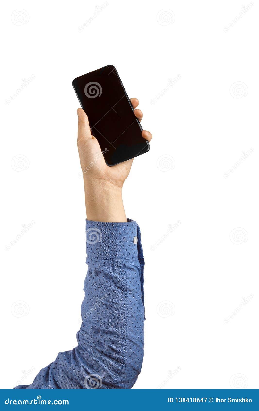 Manos del hombre que sostienen el teléfono móvil en el fondo blanco