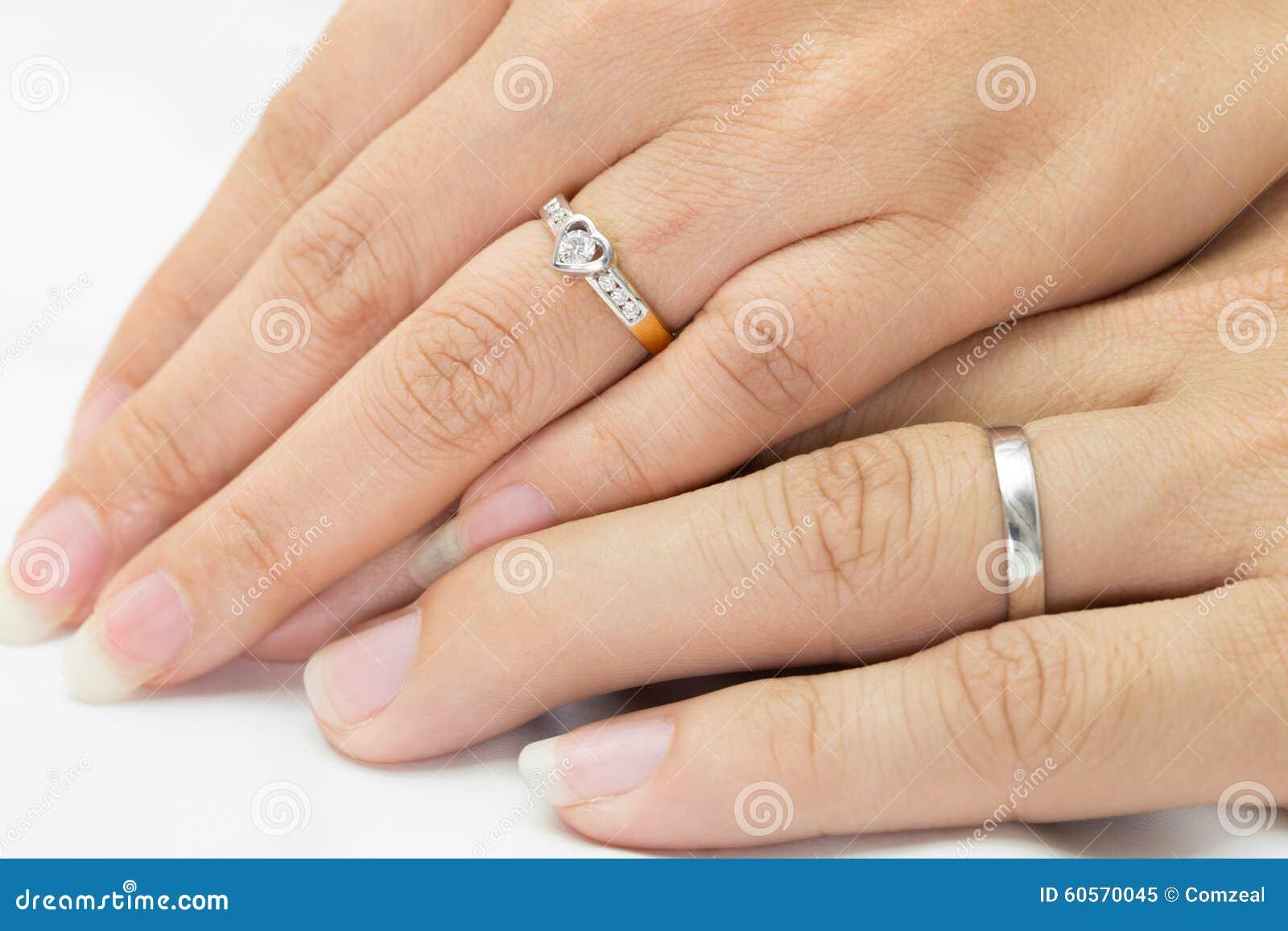 manos del hombre y de la mujer con el anillo foto de archivo imagen 60570045. Black Bedroom Furniture Sets. Home Design Ideas