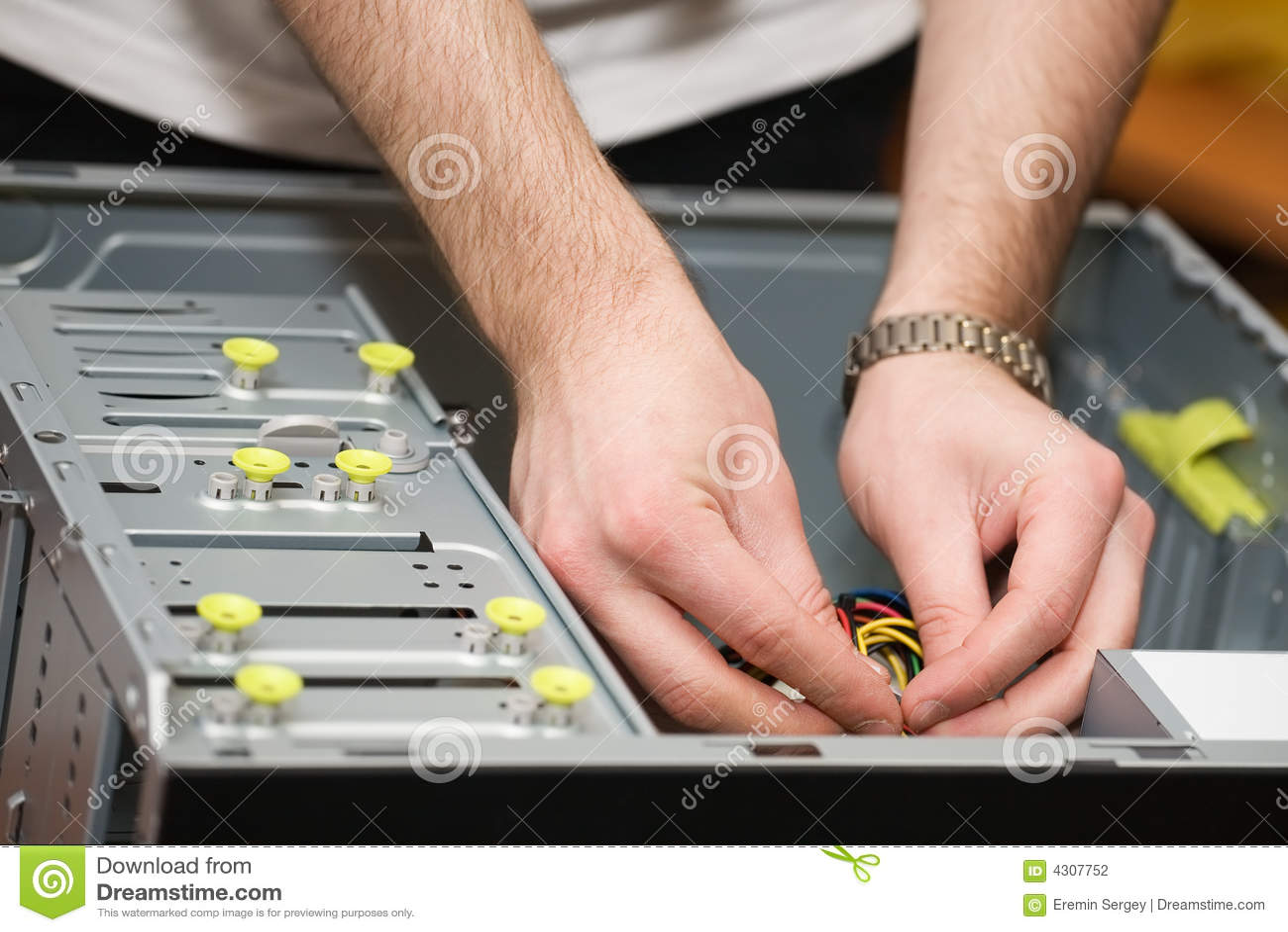 Manos en ordenador