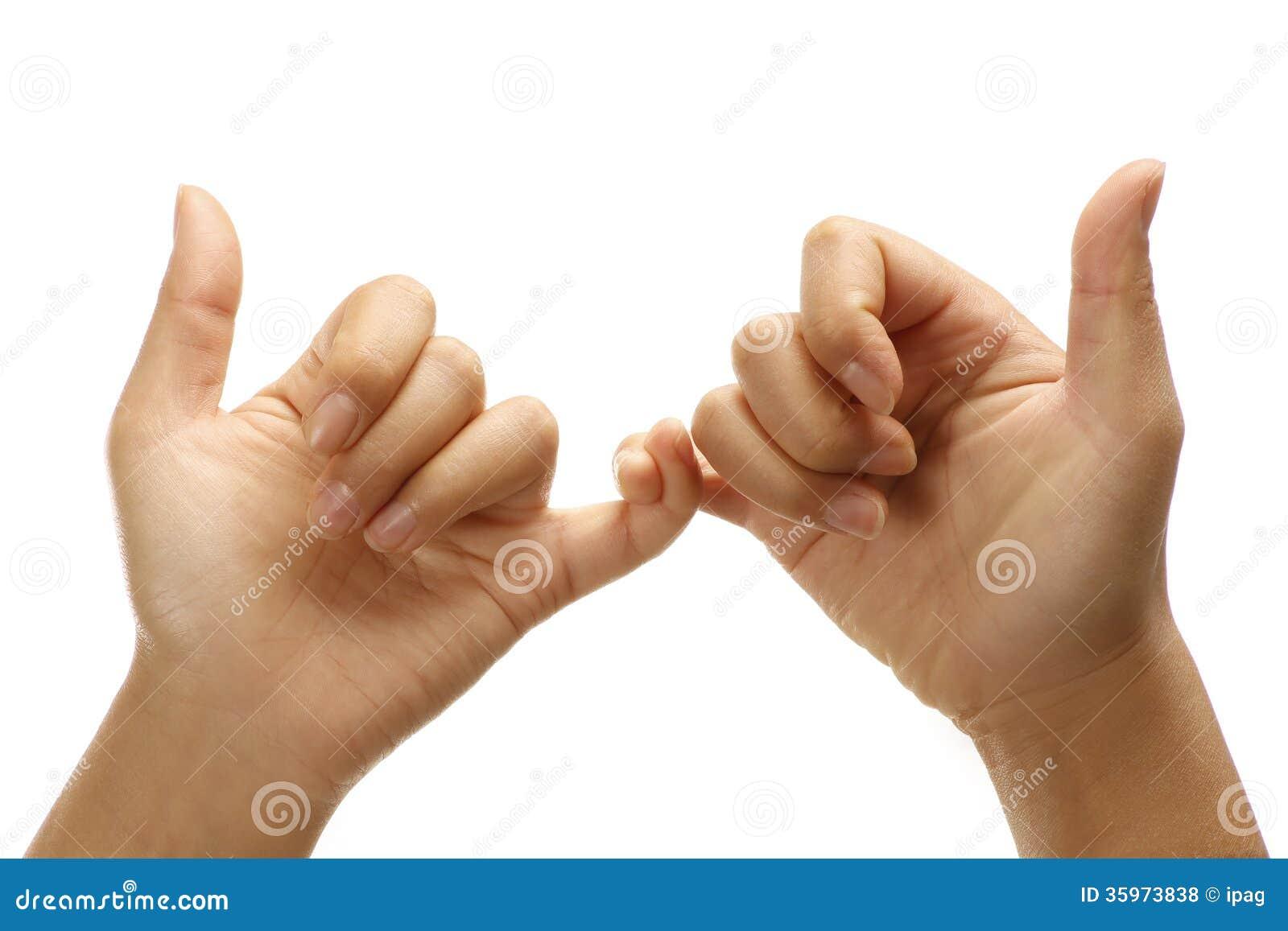 Manos femeninas que hacen unión gesto positivo amistoso